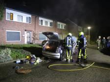 Auto fors beschadigd door brand in Tricht