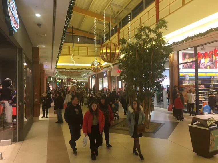 Een stormloop was het niet, maar het was wel behoorlijk druk op de eerste soldendag in het Waasland Shopping Center.