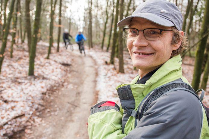 Jan Pieter Flipse bij een van de mountainbikepaden  op de Utrechtse Heuvelrug.