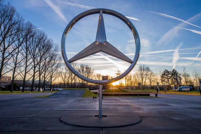 De Mercedes-ster verliest wat glans  nu de diesels van het merk mogelijk voorzien zijn van sjoemelsoftware.