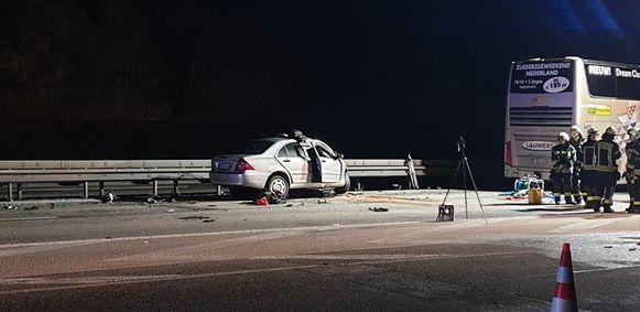 Volgens lokale media kwam de 29-jarige spookrijder om het leven en werden de twee bestuurders van de Belgische bus en nog een tweede chauffeur afgevoerd naar het ziekenhuis.