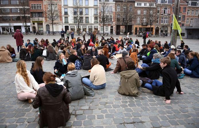 In Leuven hielden de studenten een zitstaking.