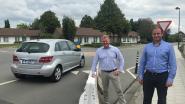Betonblokken in Ettelgemsestraat zetten bestuurders aan om rondpunt correct te nemen