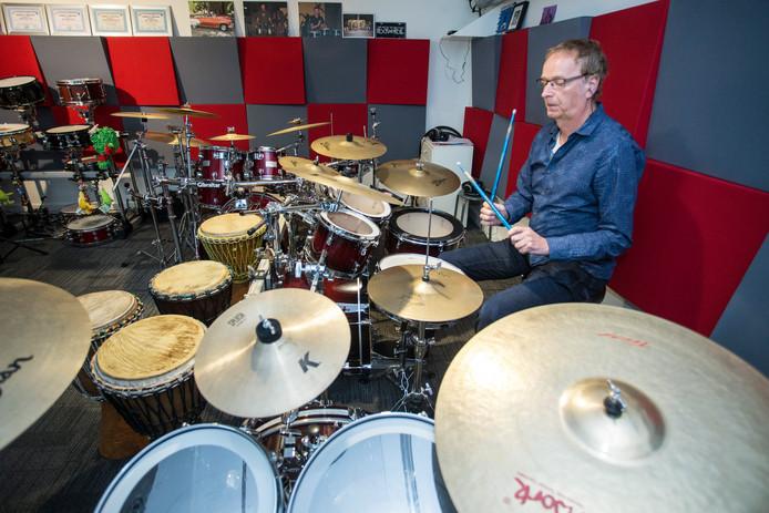 Aldert Glas leeft zich uit in zijn drumschool Multipercussion. ,,Drummers zijn samen met zangers gezichtsbepalend voor een band.''