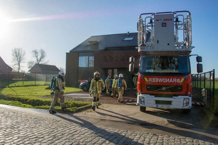 De brandweer had de vlammen snel onder controle, maar de rookontwikkeling op de bovenverdieping was groot.