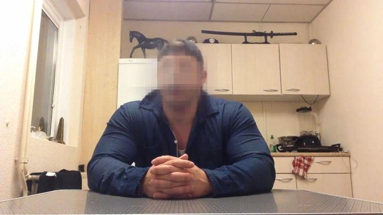 Een beeld uit de afscheidsvideo die Alexander D. op YouTube plaatste.
