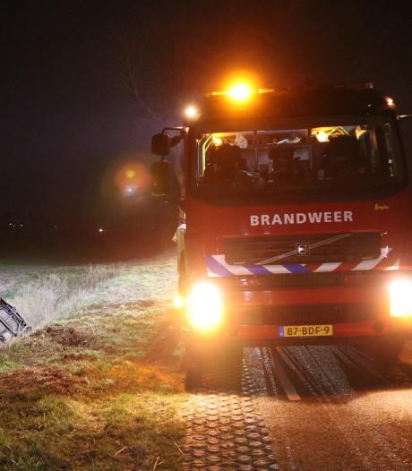 Auto in sloot bij Oudelande, bestuurder spoorloos