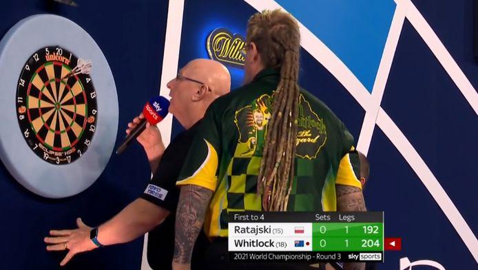 Caller Paul Hinks ging even de mist in op het WK darts.