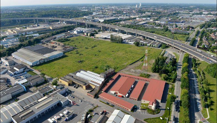 Het terrein waar het shopppingcomplex Uplace zou moeten komen, aan het viaduct van Vilvoorde in Machelen.