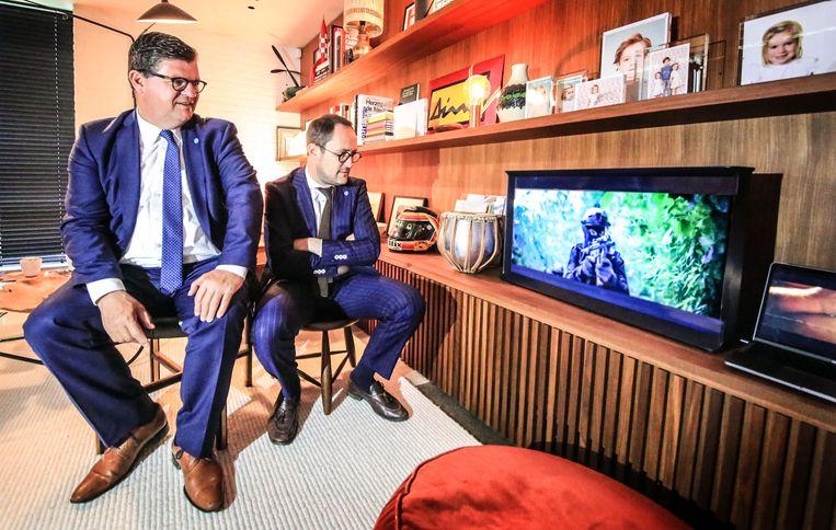 Bart Tommelein en Vincent Van Quickenborne kregen maandagochtend de eerste aflevering te zien.