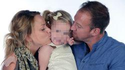 """Unieke bezoekregeling: """"Ook al heeft hij haar mama  gedood, hij blijft haar papa"""""""