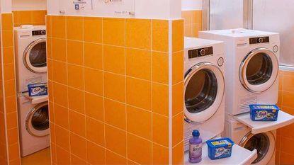 Paus opent wassalon voor daklozen in Rome