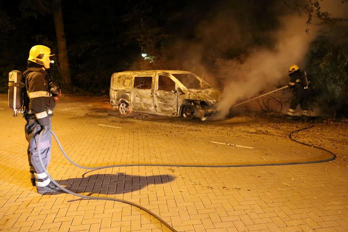 Autobrand aan Achtseweg Zuid in Eindhoven
