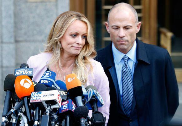 Stormy Daniels en haar advocaat Michael Avenatti.