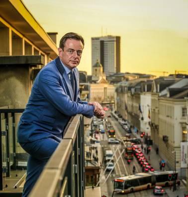 """Overschreed Antwerps stadsbestuur deontologische code? """"Schijn van partijdigheid"""""""