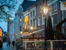 Oude lantaarns met modern licht in Bossche binnenstad