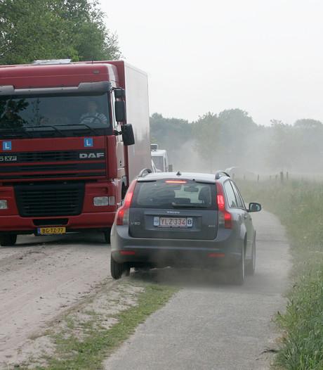 Veel vrachtverkeer door buitengebied Lattrop