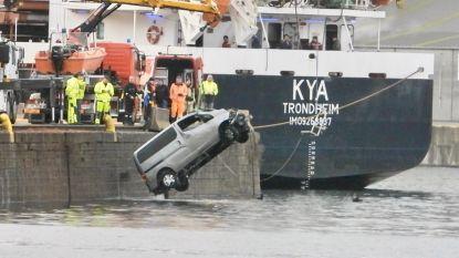Koppel rijdt recht in kanaal: bestuurder legt positieve ademtest af tijdens 'Weekend zonder Alcohol'