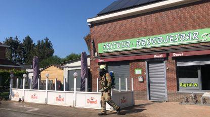 """Brand vernielt Frituur-Broodjesbar Sigrid: """"Net nu we het al zo moeilijk hebben, volgt dit"""""""