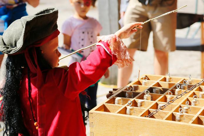 Op de Piratendag in Lelystad zijn allerlei activiteiten voor kinderen die in het teken staan van zeerovers.