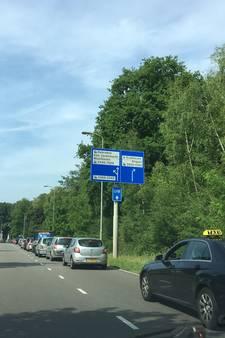 Eindhoven Airport neemt extra parkeerruimte in gebruik wegens drukte