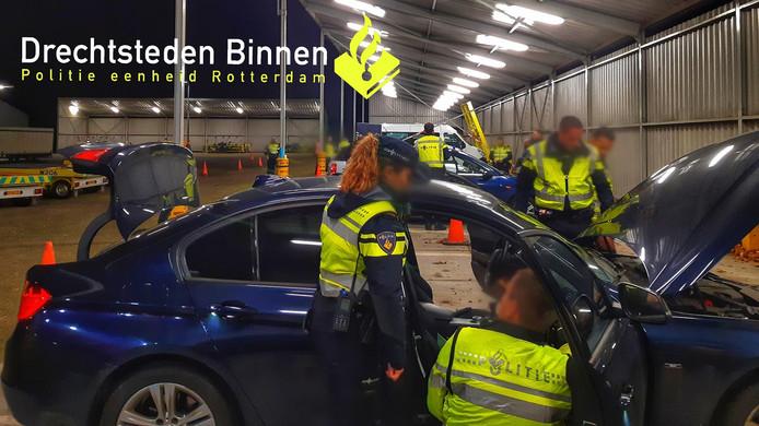 Op verschillende punten in Dordrecht controleerde de politie uitvoerig.