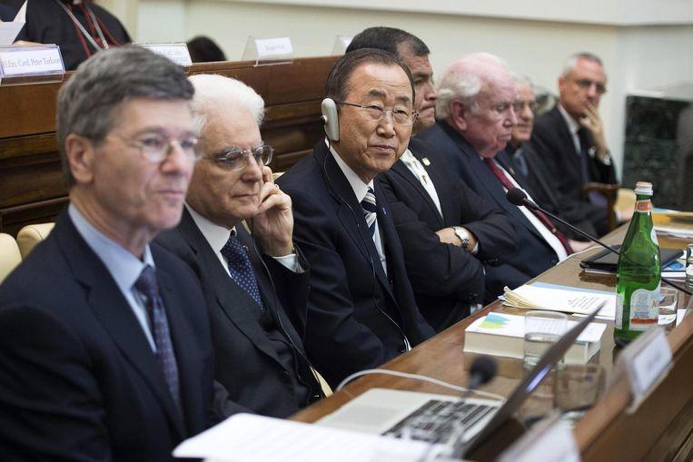 Ban Ki-Moon (m) tijdens de klimaatconferentie in het Vaticaan. Beeld epa