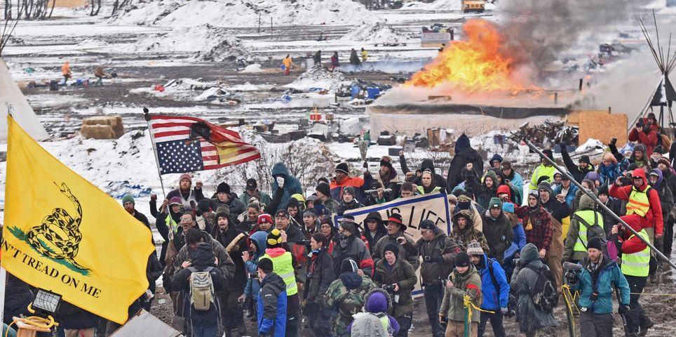 fotoreeks over Actievoerders nemen afscheid van protestkamp tegen olieleiding
