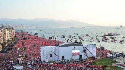 """Tienduizenden mensen wonen meeting van oppositiekandidaat bij in Turkije: """"Erdogan heeft geen eerbied voor zijn volk"""""""