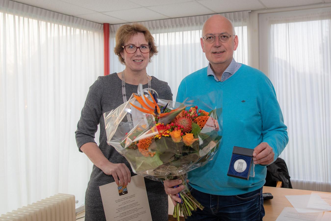 Burgemeester Margo Mulder met Ary Goud.
