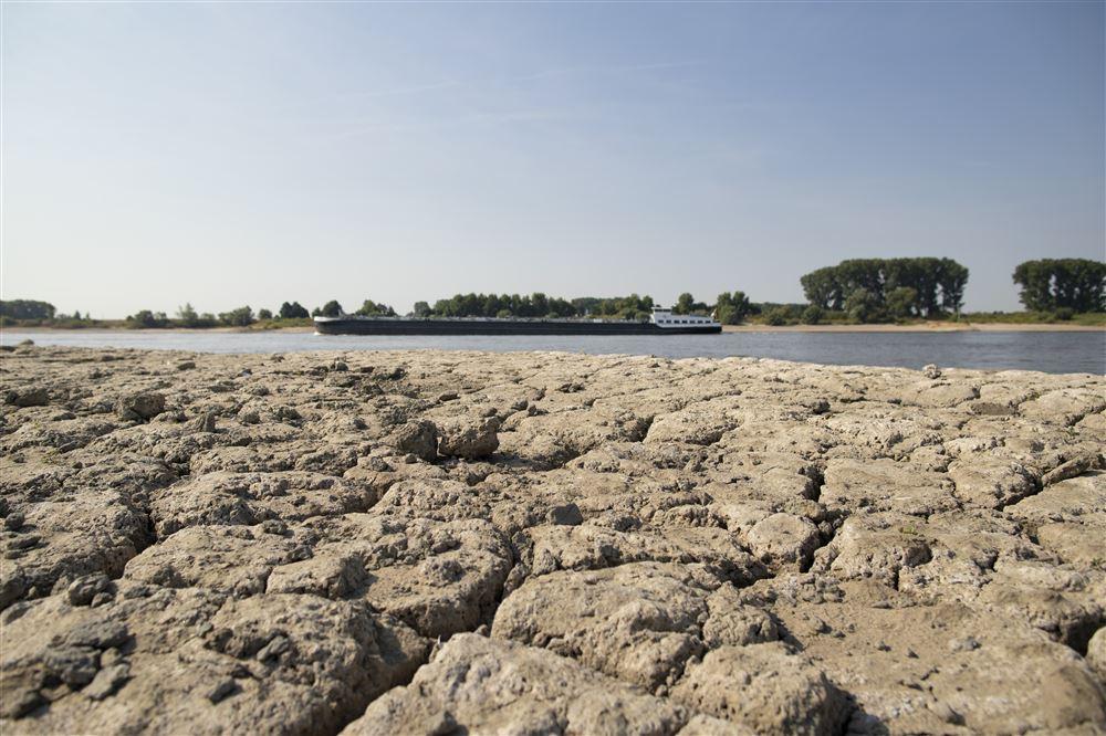 Door de droogte worden ook de dijken minder stevig.