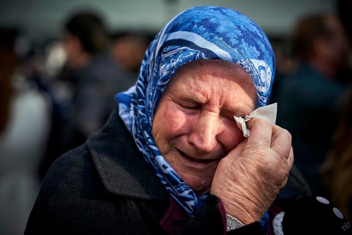 Een moeder van een van de slachtoffers in Srebrenica.
