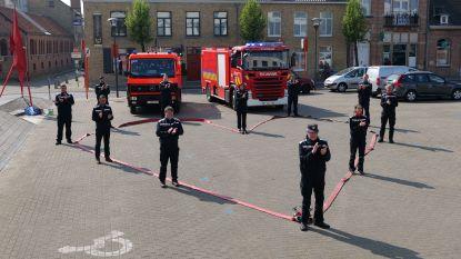 Brandweer solidair met zorgverleners woonzorgcentrum met hartverwarmende actie