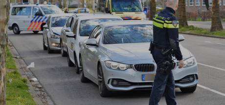 Vier auto's botsen op elkaar in Breda