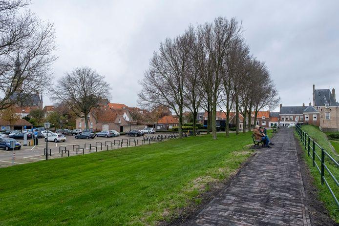 Het Veerse Oranjeplein kan een stuk levendiger worden door er winkels en appartementen te bouwen.
