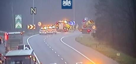 Aansluiting van snelweg A50 naar A12 bij Arnhem enige tijd dicht na ongeluk