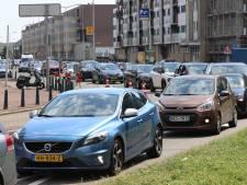 Haagse loco-burgemeester over verkeersdrukte en agressie aan de kust: 'Smet op een mooie zomerse dag'
