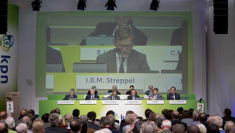 KPN bestuurders tijdens een vergadering met aandeelhouders. In de zaal opvallend weinig vrouwen. Beeld anp