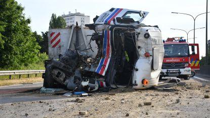 Zwaar ongeval tussen twee vrachtwagens op A12 in Wilrijk: rijbaan volledig afgesloten