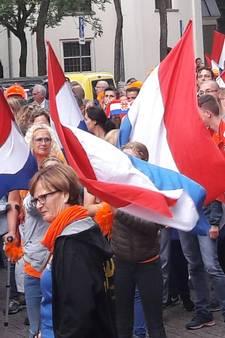 VIDEO: Rood en Oranje maakt een gekkenhuis: fanwalk met duizenden supporters