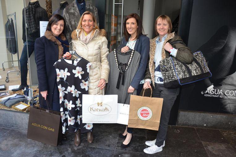 Veerle Hofman, Katleen Van Moer, Celina Demeyere en Sybille Hauwelaert openen volgende week een pop-upwinkel in de Kerkstraat.