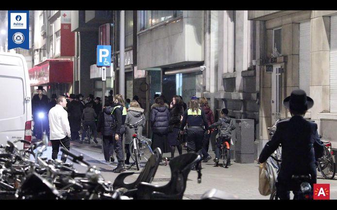 De politie legde onder andere een trouwfeest stil in Joodse wijk in Antwerpen.
