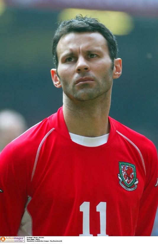 Giggs in 2003 in het shirt van Wales.