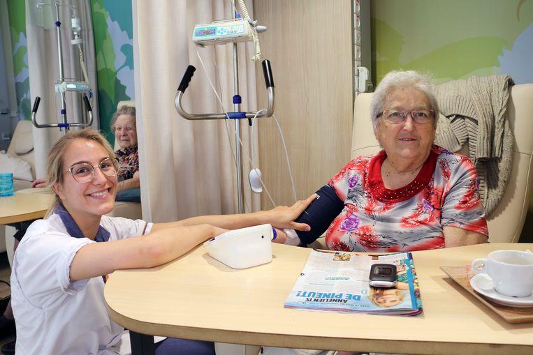 Anny Cappaert is in haar nopjes in het nieuwe daghospitaal.