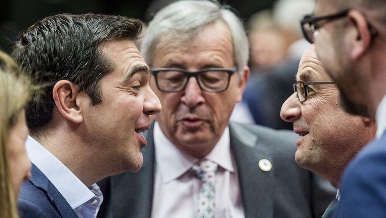 Minister-president Alexis Tsipras van Griekenland, voorzitter van de Europese Commissie Jean-Claude Juncker, president van Frankrijk Francois Hollande en minister-president van Belgie Charles Michel voor aanvang van de derde ingelaste top van eurolanden over de Griekse crisis in korte tijd, gisteravond Beeld anp