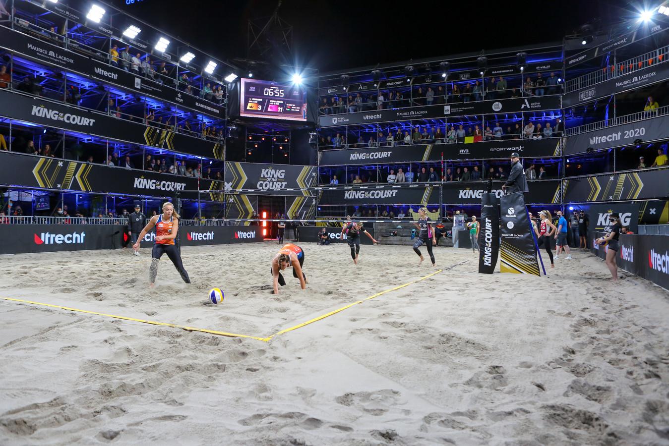 11-09-2020: Beachvolleybal: King of The Court: Utrecht L-R: Mexime van Driel, Emi van Driel,
