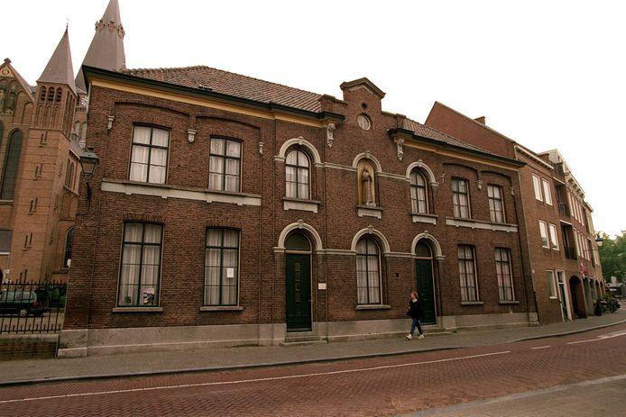 Het voorhuis en de kapel van het voormalige gesticht Pius aan de Ginnekenweg in Breda is een rijksmonument.