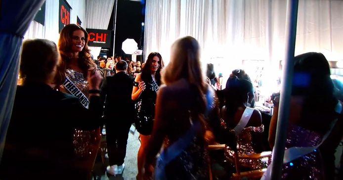 In de kleedkamer, voorafgaand aan de grote finaleshow van Miss Universe 2017.