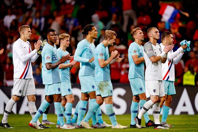 Het Nederlands elftal na de verloren Nations League-finale.