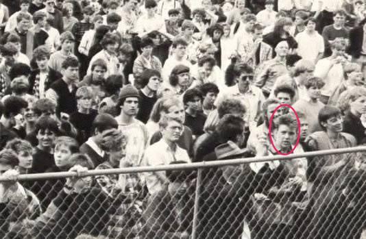 Manu op de eerste rij voor het podium in Pukkelpop in 1985.